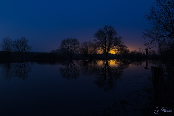oto Wolff-Foto des Monats April 2018: Landschaft mit Wasserspiegelung in der Dämmerung, von Julian Leleux