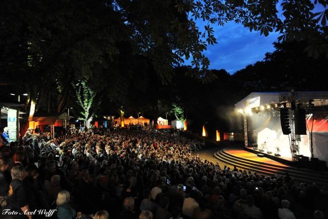 Abendstimmung beim Fantastival 2017 im voll besetzten Burgtheater Dinslaken
