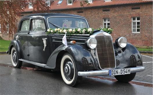 Hochzeitsfotograf Foto Wolff: Der Oldtimer Mercedes 170 DS steht Ihnen als Hochzeitswagen zur Verfügung