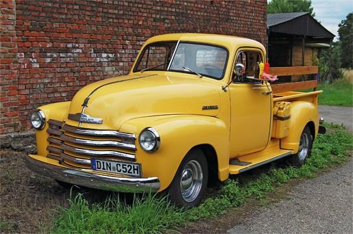 Hochzeitsfotograf Foto Wolff: Der Oldtimer Chevrolet Pickup Truck steht Ihnen als Hochzeitswagen zur Verfügung