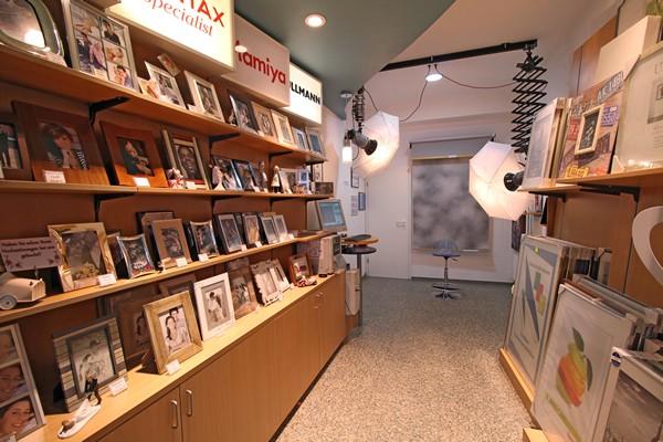Das Foto Wolff-Ladenlokal: Mini-Studio für Passbilder und Bewerbungsfotos