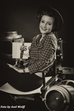 Nostalgisches Schwarz-Weiß-Porträt einer jungen Dame