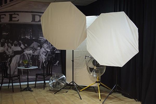 Im Fotostudio: Lichtanlage mit Softboxen