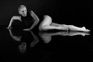 Foto-Wolff-Foto des Monats Februar 2020: Erotisches SW-Foto einer Dame, von Frank Düllmann