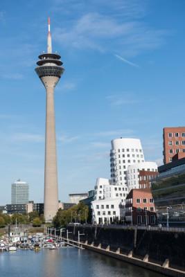 Foto Wolff-Foto des Monats März 2019: Medienhafen mit Rheinturm, Düsseldorf, von Günter Hinz
