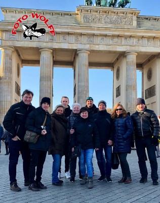 Das Foto Wolff-Team im November 2018 vor dem Brandenburger Tor in Berlin